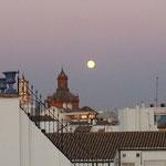 Vollmond über Sevilla
