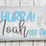 Holzschilder Shabby-Look Vintage Hurra ist da Schild Geburt Baby Nachwuchs Junge Mädchen Sohn Tochter Türschild Name Kind Namensschild  Namenschild Geschenk Überraschung