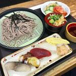 寿司そばセット(そばは温or冷から選べます) ランチ800円(税込) ランチ外1,000円(税込)※2018年10月現在
