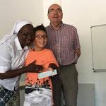 """Remise du chèque de l'opération """"bol de riz"""" par les enfants e l'école de La Salle"""