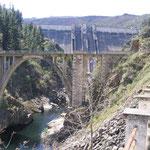 puente, rio y presa