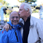 La bise de Yann Arthus--Bertrand à Serge Orru