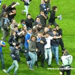Philippe Hantz congratulé par les supporters bastiais