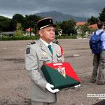 L'honneur pour le Major Rodet de porter le coussin de la Croix de la valeur militaire