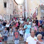 Une foule immense pour la procession