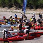 On se bouscoule pour le départ des kayaks