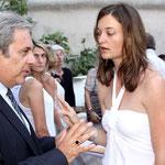 Camille Anaïs Raoust, présidente des vignerons de Balagne accueille le maire de Calvi Ange Santini