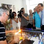 Enrico de Angelis utilise des techniques inscrites dans la plus pure tradition du verre soufflé.
