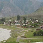 Yaloman dorp langs Katun rivier