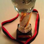 Pokal mit Medaille