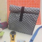 Lunchbag: 40cm laminierte Baumwolle, 20cm Klettverschluß