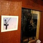 ノイズの店内に展示されたキレイな写真100605
