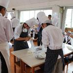 調理師養成科1年課程の生徒たちの挑戦