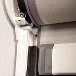 Fassadenmarkise Zipline mit Reißverschlussystem bei Alucolor in Wien, Detail Reißverschlusssystem