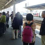 松山駅に集合、宇和島に出発
