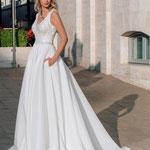 Brautkleid A-Linie , Prinzessin, Satin und glänzende Spitze, Satinrock mit Taschen, V-Ausschnitt