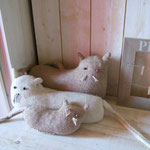 Famille chats tricotés par ma maman