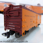 Märklin 45680 Set- 3 Kühlwagen (Refrigerator Car) Typ R-40-14 der UP / S.P.      9