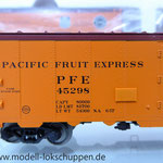 Märklin 45680 Set- 3 Kühlwagen (Refrigerator Car) Typ R-40-14 der UP / S.P.      5