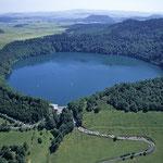 La lac Pavin, au coeur d'un cratère volcanique