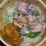 例のサバ・納豆・ねぎうどん