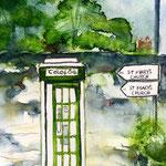Irische Stadtszene mit Telefonzelle