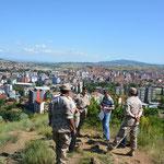 Über der geteilten Stadt Mitrovica