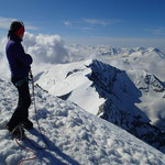 Au sommet, vue coté Tignes, Dôme de la Sache jusqu'aux Ecrins