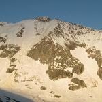 Au dessus, La Lée Blanche et l'Aiguille des Glaciers