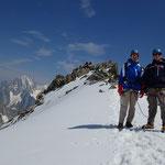 Après la traversée, les 2 frères posent devant le sommet