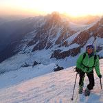 Jour J. Levée du soleil en haut de l'Arête Nord du Dôme