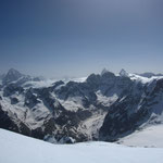 Brume matinale de la Dent Blanche à la Dent d'Hérens en passant par le Cervin depuis le sommet du Pigne