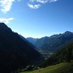 Vue sur Gressoney Saint Jean en montant au-dessus d'Alpenzu