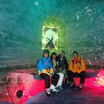 Dans les grottes de la Mer de Glace