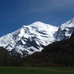 L'ogre Charbonnel, 3752 m, et sa face nord, nous accueille.