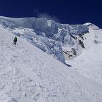 Au dessus des Grandes Montées, des séracs peu engageants...