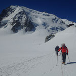 Retour sur fond de Mt-Blanc du Tacul