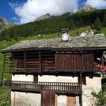 Les jolies maisons walsers d'Alpenzu