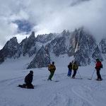 Pause sur fond de Grand Capucin et Mont-Blanc du Tacul