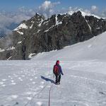 Descente face à l' Aiguille du Saint-Esprit et le Col des Roches