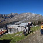 Justin, Esteban, Frédéric et Nancy prêts pour la descente après la pause aux Praz