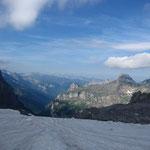 Coup d'oeil vers Sixt depuis le glacier