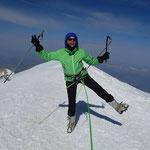 Aurélie en extase au sommet du Mont Blanc!