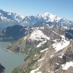 Lac d'Emosson et massif du Mont-Blanc