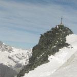 Une cordée près du sommet