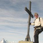 Renzo, la croix sommitale, et le Matterhorn-Cervin...