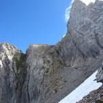 Au centre de la photo, le passage à cornus au pied de la Pointe de la Golette
