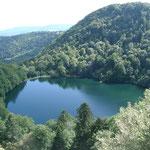 Un lac dans les Montagnes des Vosges, on pourrait y faire une excursion.