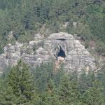 Kleinstein mit Höhle