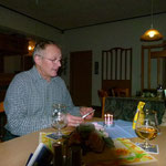 Freitagabend Einstimmung mit Geburtstagsfeier im Gastraum . . .